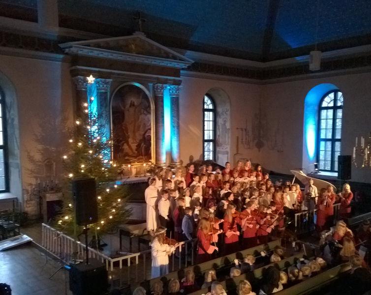 Lucia-konsertti Salo-Uskelan kirkossa 2016 ladattava